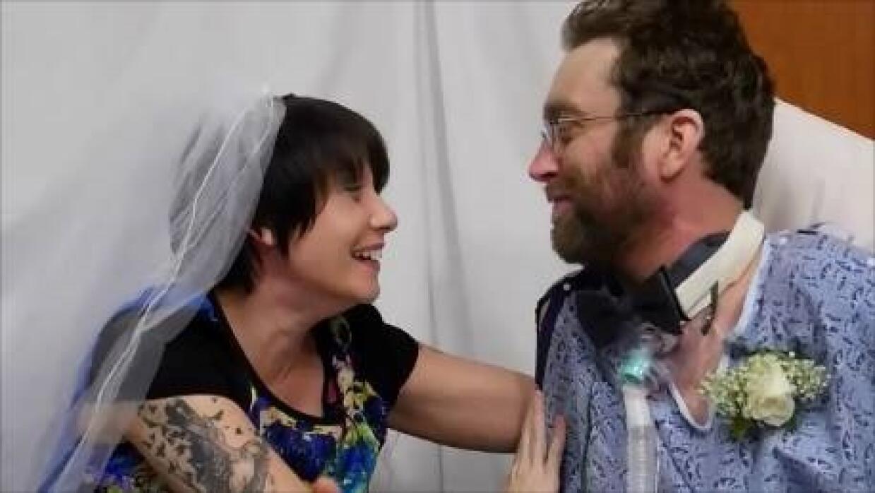 Se casan en una sala de terapia intensiva just%20married.jpg