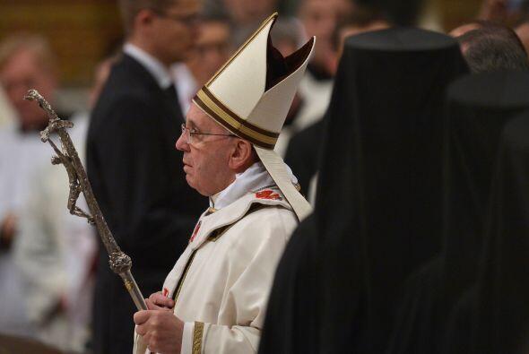 Tras el canto, el sonido de las trompetas anunció el inicio de la misa y...