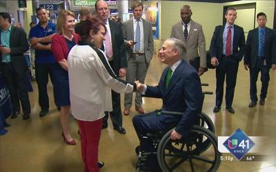 Abbott inaugura feria de empleo para veteranos