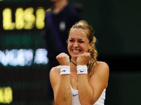 La sorpresa del día la dio la joven alemana Sabine Lisicki al der...