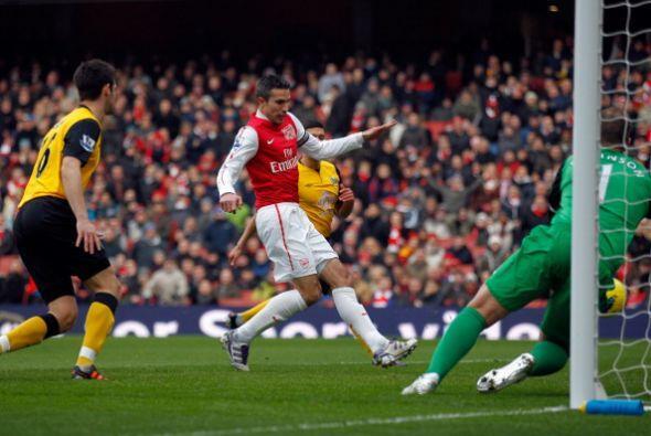 El holandés Robin Van Persie marcó al minuto de juego y ab...