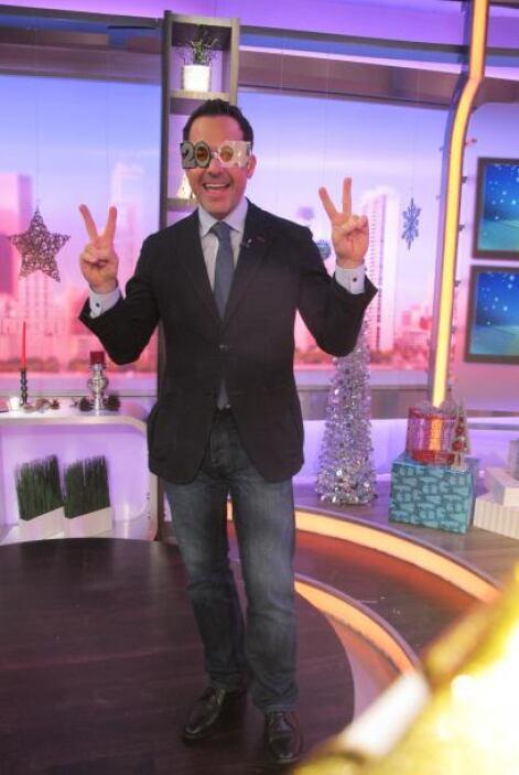 El guapo Carlos Calderón se mostraba muy contento en el primer programa...