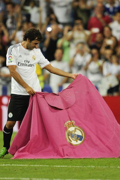 Raúl recordó sus grandes días de madridista capotea...