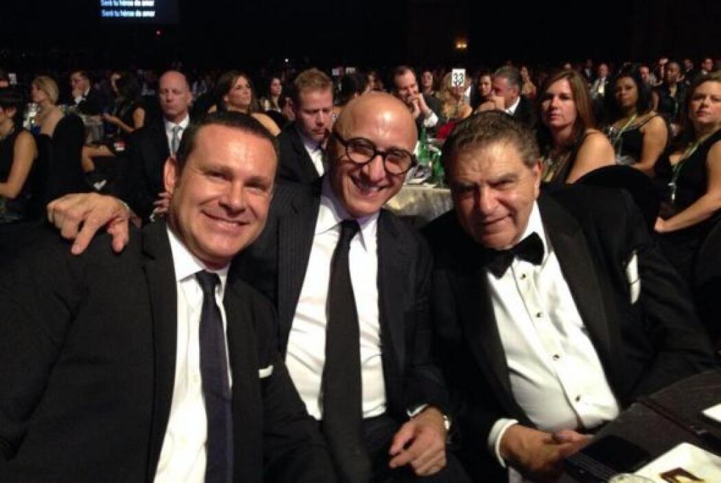 Alan Tacher, Alberto Ciurana y Don Francisco en el homenaje al gran Migu...