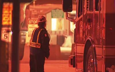 Un fuerte incendio estalló en las instalaciones de la refinería Lyondell...