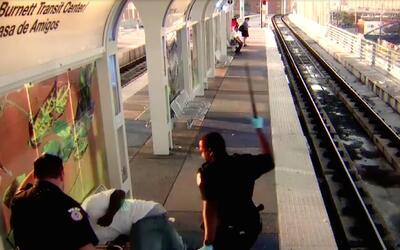 Revelan el video de la golpiza que un oficial de METRO en Houston le pro...