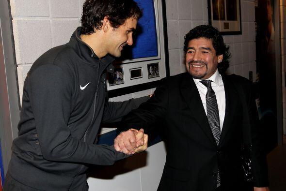 Maradona se mostró muy contento y efusivo al momento de saludar al astro...