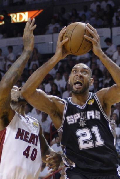 Tim Duncan consiguió solo nueve puntos y once rebotes.