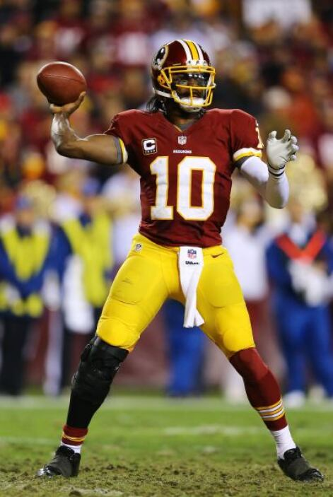 RG3 completó 10 de 19 pases para 84 yardas, dos touchdowns y un pase int...