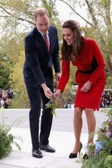 Se comenta que la misma reina Isabel le ha pedido que modifique su vestu...