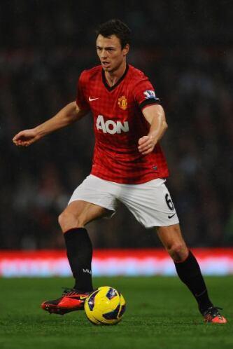 Jonathan Evans del Manchester United ocupa el puesto como central.
