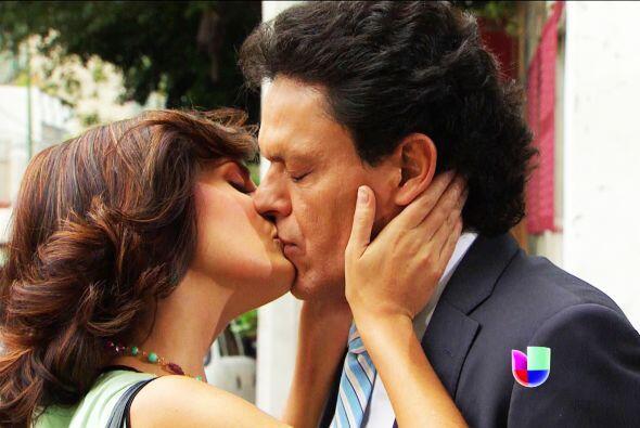 ¡Lo ves! Con ese beso te demostró que está perdidamente enamorada. ¿Qué...