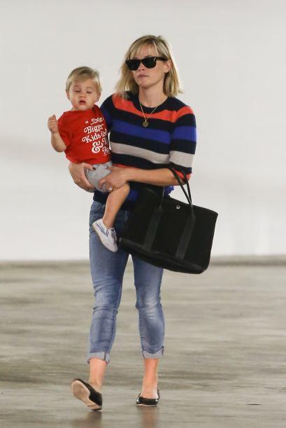Así como lo hizo Reese Witherspoon con un look my casual y un su&...