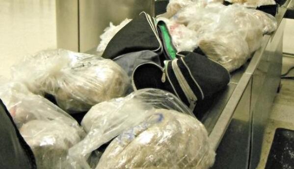 Bolsas de tamales requisados en el Aeropuerto Internacional de Los Ángeles