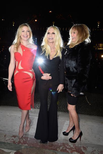 Las fueron invitadas especiales de la diseñadora, Donatella Versace.