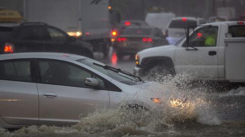 Fuertes lluvias y vientos paralizan el sur de California