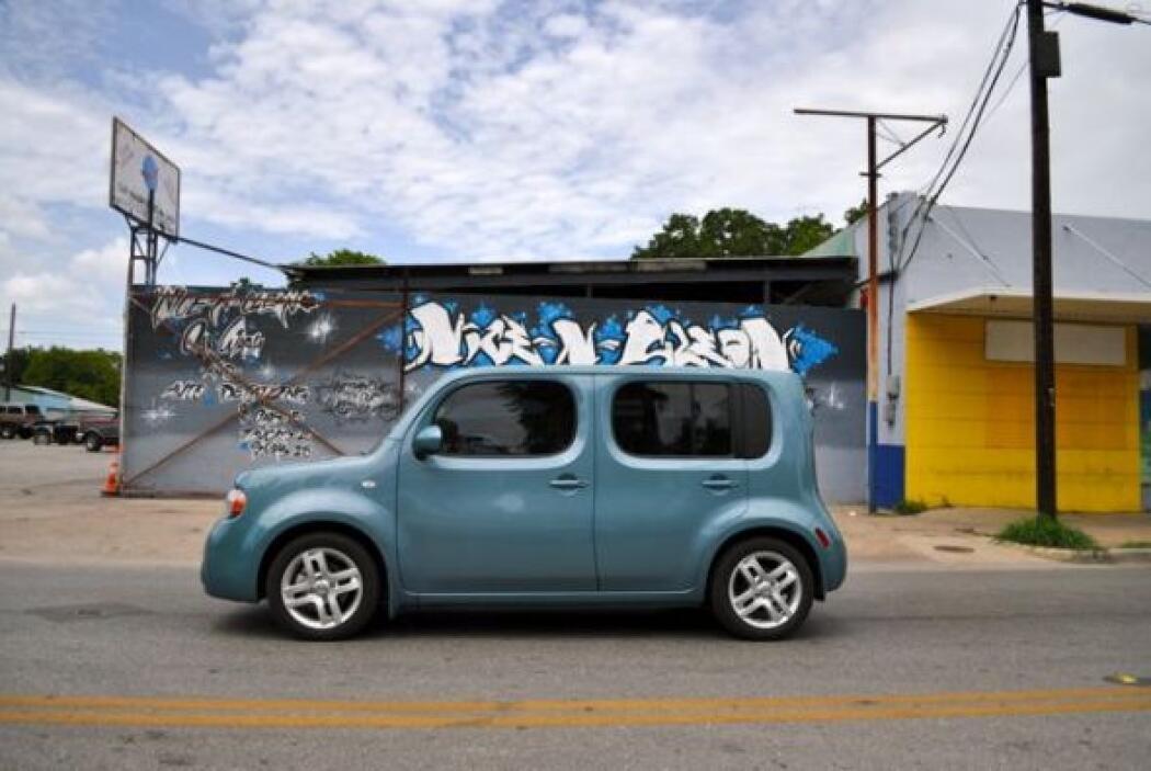 Este negocio de limpieza y reparación de coches,  decorado a la usanza d...