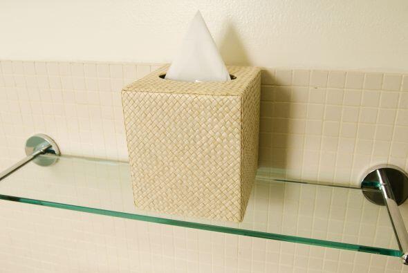 Estantes de vidrio. Otra opción para colocar tus productos es colgar un...