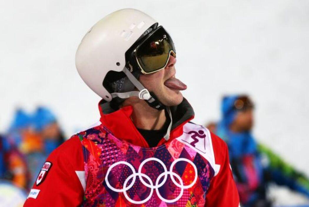 Antoine Gagnon, de Canadá, reacciona así durante las finales de esquí li...