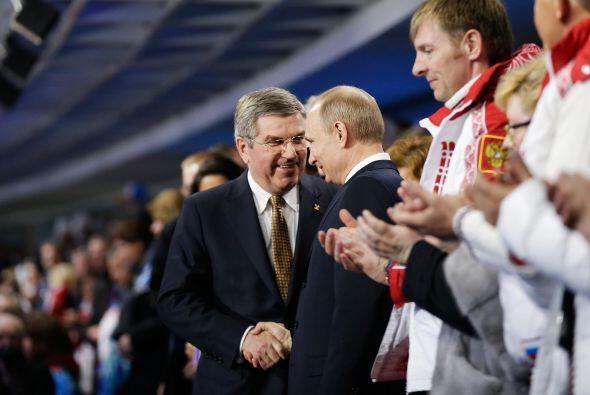 Desde la tribuna, el presidente ruso, Vladímir Putin, y el primer minist...