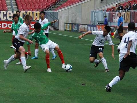 Las selecciones sub-17 de Estados Unidos y México jugaron un part...