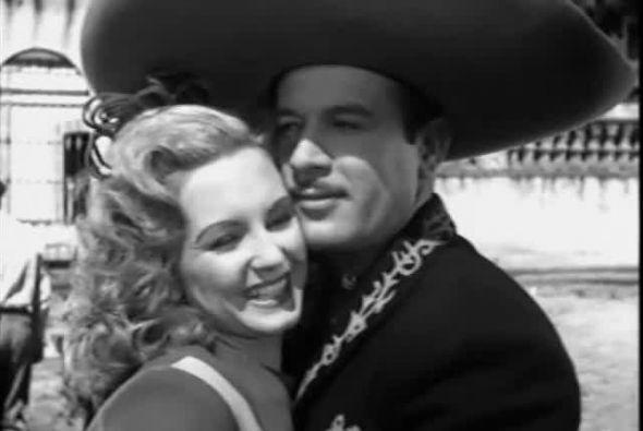 ¡Pedro Infante no ha muerto! y a 57 años de su pérdida cientos de seguid...