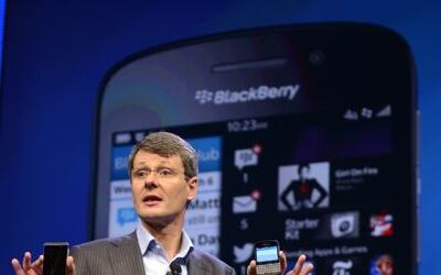 Blackberry es  el emblemático smartphone que la hizo famosa, en el marco...