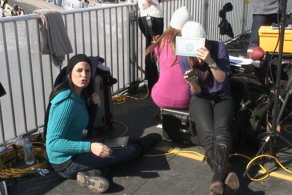 Las chicas preparándose detrás de cámaras.