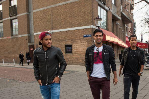 Mientras, 'los tres mosqueteros' siguieron su andar.