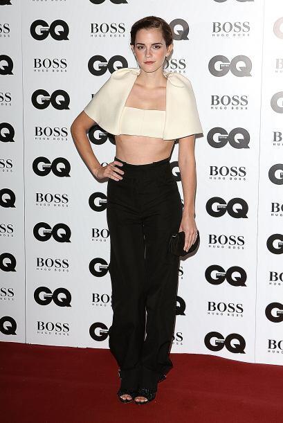 Emma Watson lucía extremadamente 'hot' con este 'top' de capa y sus pant...