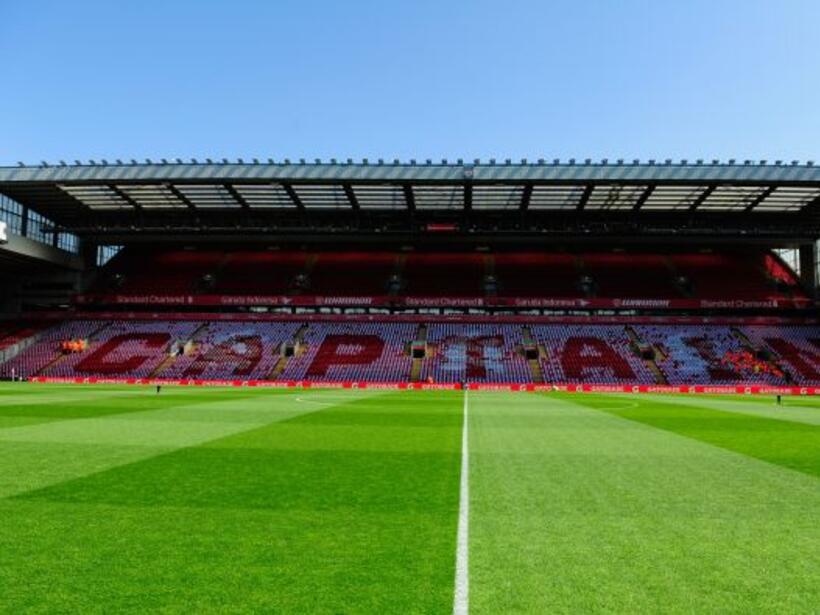 El legendario jugador del Liverpool disputó su último partido en la canc...