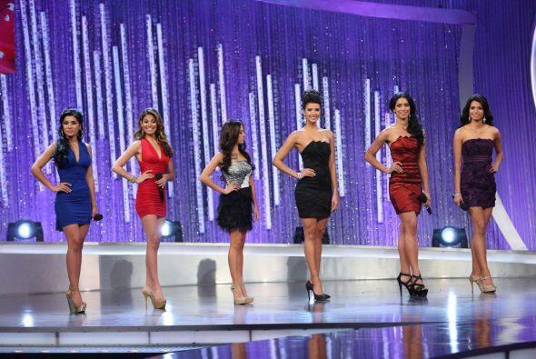 Otro grupo de chicas tuvo el reto de conducir un programa en vivo.