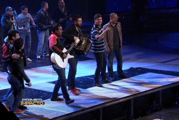 """Banda Carnaval y Calibre 50 van a cantar su éxito """"Gente Bat..."""
