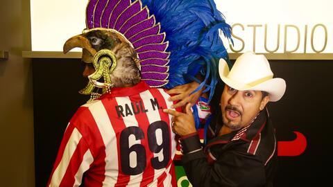 El Bueno se puso camiseta de Las Chivas de Guadalajara tras perder apuesta