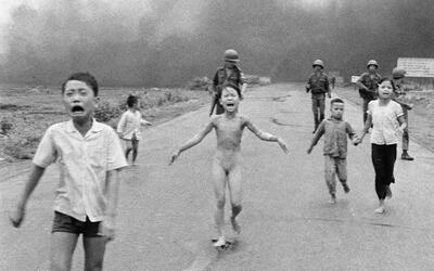 La foto icónica de la guerra de Vietnam que Facebook primero reti...