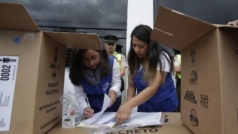 Apertura de mesas electorales en Ecuador