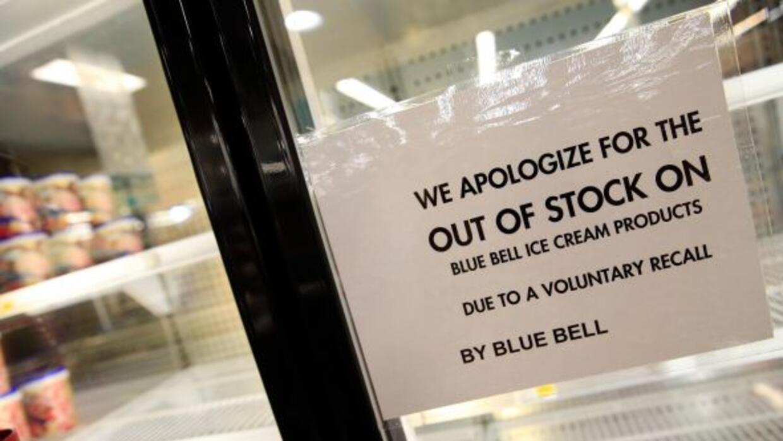 Blue Bell anunció que despedirá a alrededor de 1,400 empleados, entre ot...