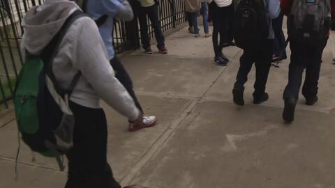Distritos escolares deben proteger a estudiantes de los agentes federales