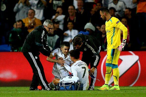 El delantero portugués sería atendido por los médic...