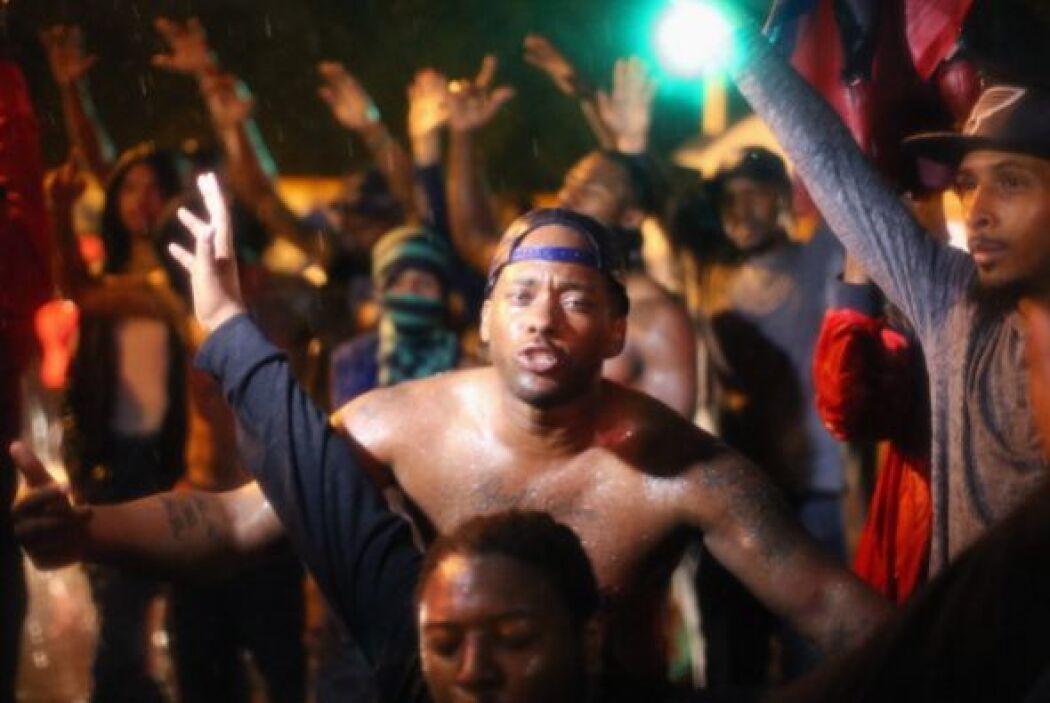Las nuevas protestas se produjeron después de que el gobernador Jay Nixo...