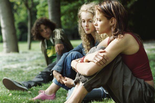 Como si la adolescencia no fuera  lo suficientemente difícil, la vida de...