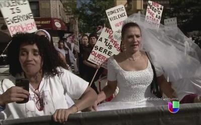 """Mujeres realizan la """"marcha de las novias"""" en Nueva York"""