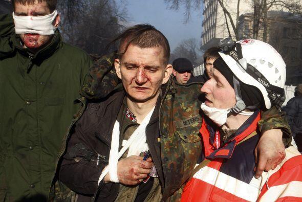 Otras fuentes calculan que el número total de heridos en los dist...