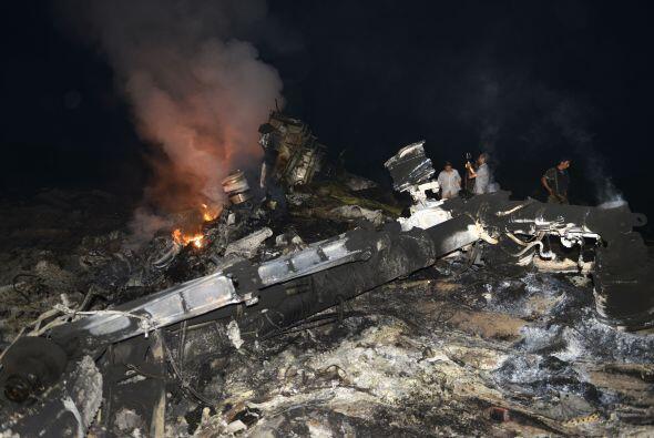Una aeronave de Malaysia Airlines se estrelló con 298 personas abordo.
