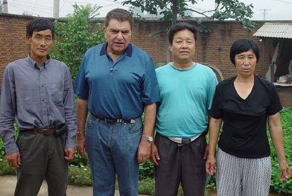 La foto del recuerdo con una familia que conoció en este recorrido.