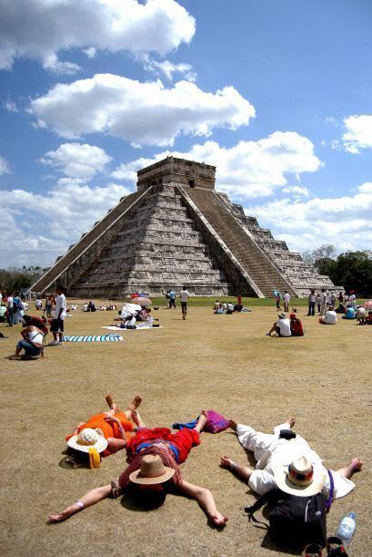 Los turistas nacionales y extranjeros llegan a cargarse de energía cada...