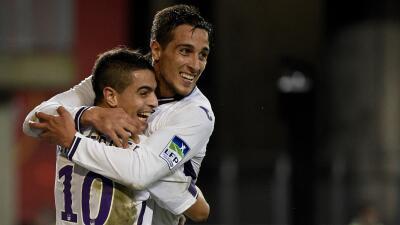 Ben Yedder y Oscar Trejo festejan un gol del Toulouse