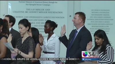 Inmigrantes con orden de deportación reciben la ciudadanía por error