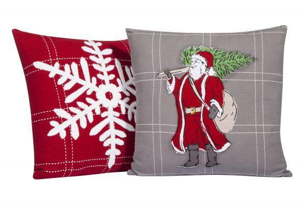 Dale todo el toque navideño a tu sala o recámara incorporando cojines qu...