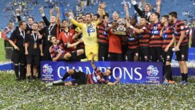 Sydney Wnaderes celebra el título de la Copa Asiática.